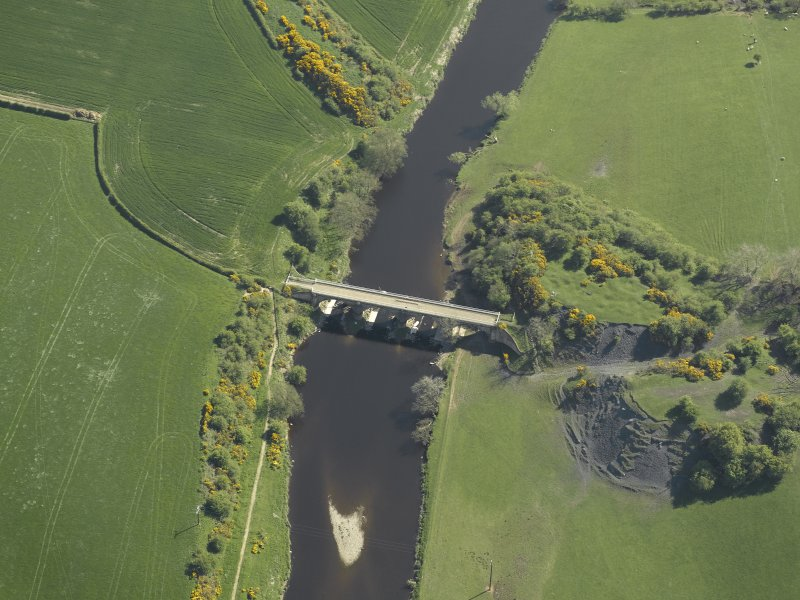 Oblique aerial view centred on the railway viaduct, taken from the N.