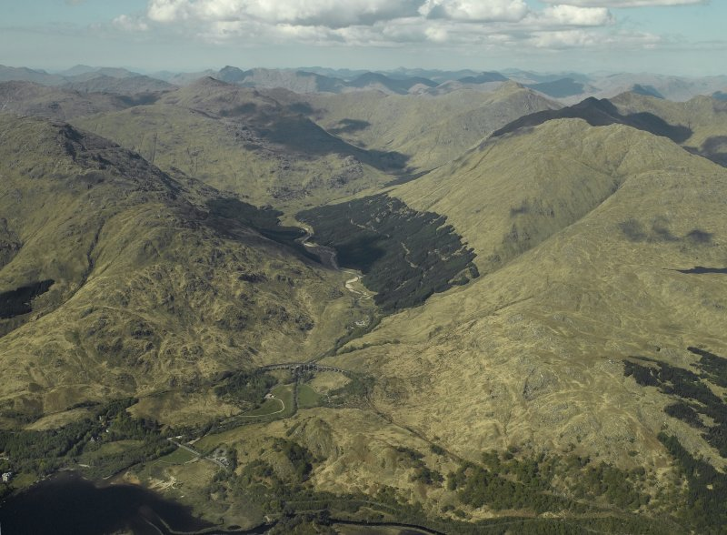 Oblique aerial view centred on the Glenfinnan railway viaduct and Glen Finnan, view from SSW.