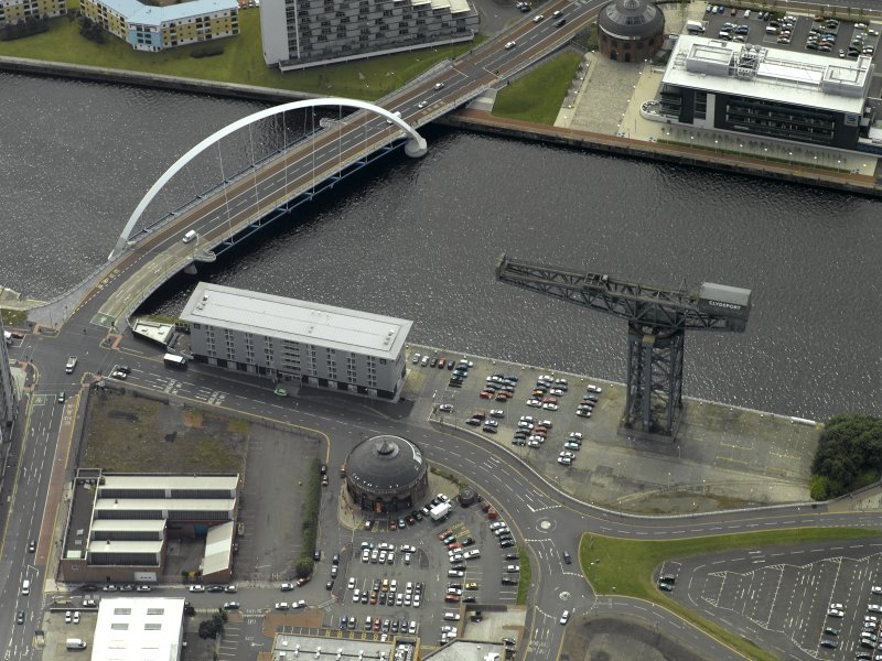 Oblique aerial view centred on the bridge with Finnieston Cantilever Crane adjacent, taken from the N.