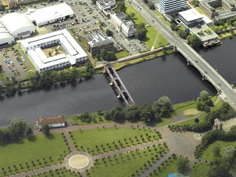 Oblique aerial view of the river centred on the bridges, taken from the NE.