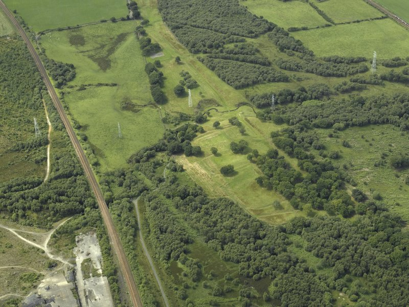 General oblique aerial view centred on the remains of the Roman fort and the course of the Antonine Wall, taken from the ESE.