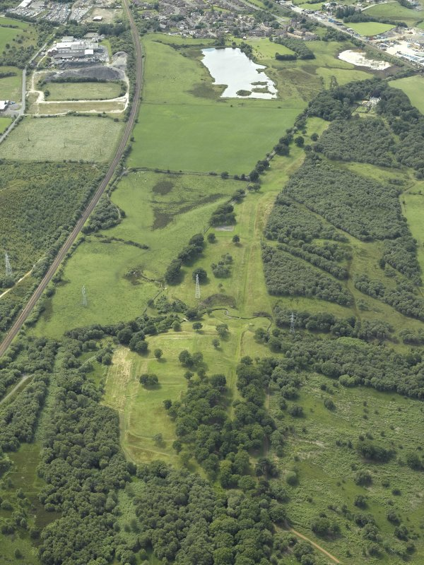 General oblique aerial view centred on the remains of the Roman fort and the course of the Antonine Wall, taken from the E.