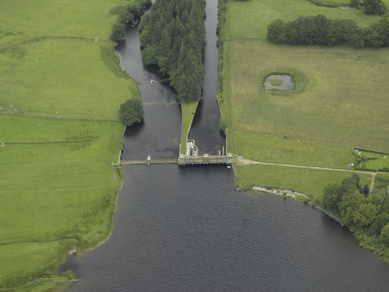 Oblique aerial view centred on the sluice and fish ladder, taken from the SW.