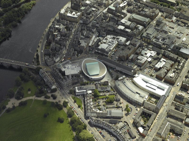 Oblique aerial view centred on the museum, taken from the NW.
