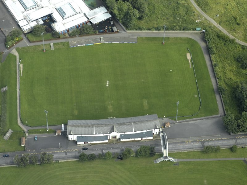 Oblique aerial view centred on rugby ground, taken from the W.