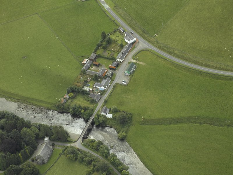 Oblique aerial view centred on the bridge with the farmsteading adjacent, taken from the NNW.