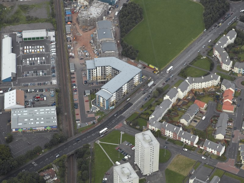Oblique aerial view centred on Drybrough Crescent showing second phase of new housing development under construction, taken from the SW.