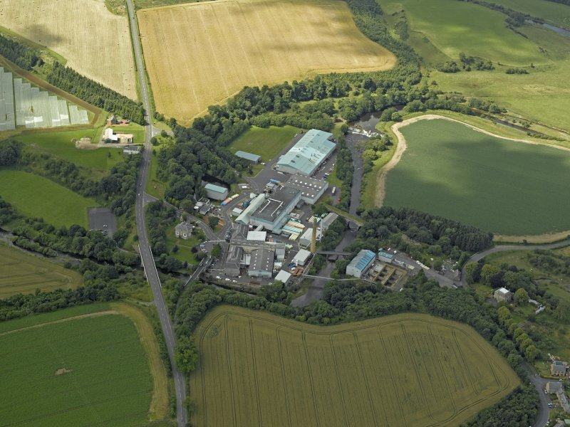 Oblique aerial view centred on the paper mill, taken from the E.