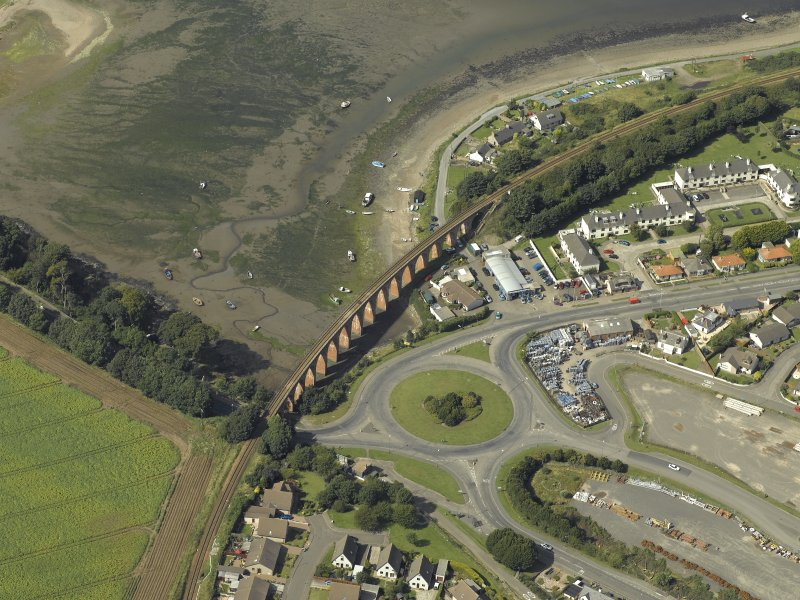 Oblique aerial view centred on the viaduct, taken from the SE.
