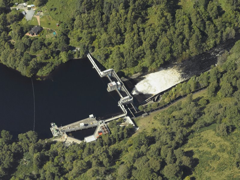 Oblique aerial view centred on the dam, taken from the ESE.