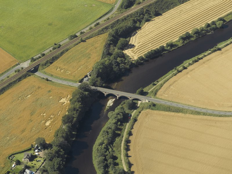 Oblique aerial view centred on the road bridge and the tollhouse, taken from the E.