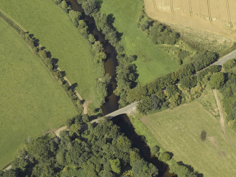 Oblique aerial view centred on the bridge, taken from the SE.