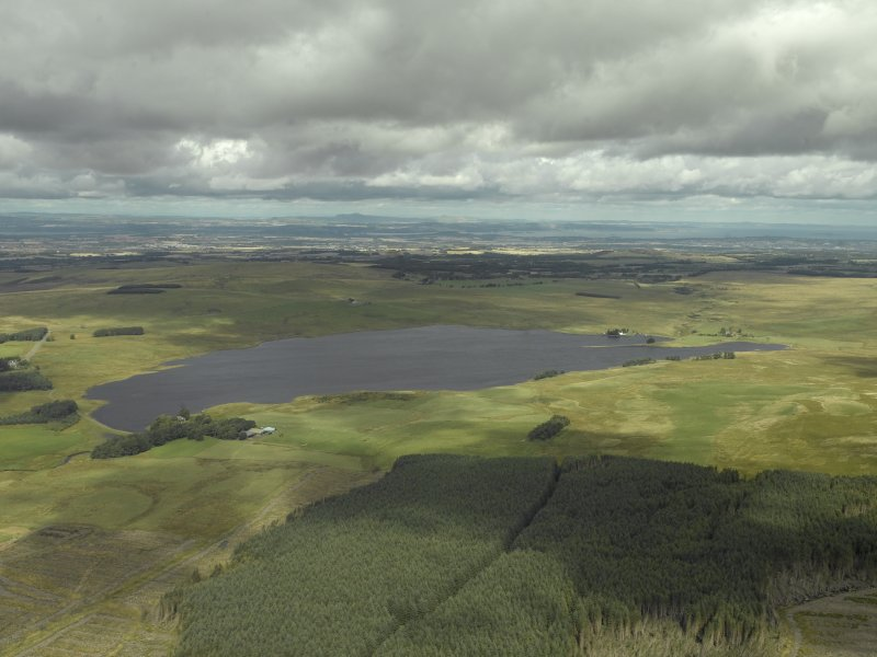 Oblique aerial view centred on the reservoir, taken from the S.