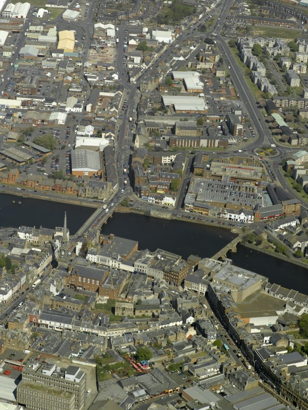 Oblique aerial view centred on the Auld Brig and the New Bridge, taken from the S.