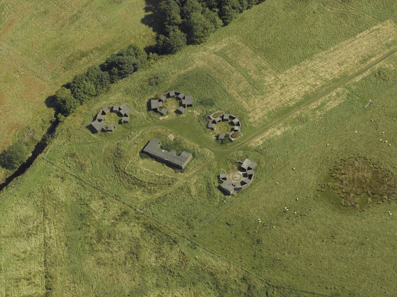 Oblique aerial view centred on the anti-aircraft battery, taken from the SW.