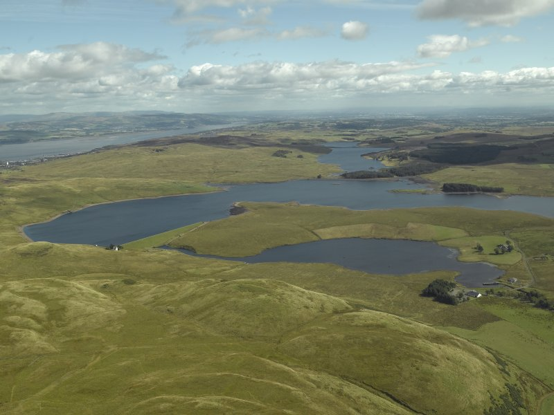 General oblique aerial view centred on Loch Thom reservoir, taken from the NW.