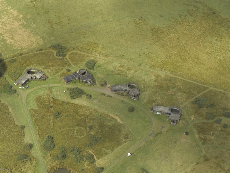 Oblique aerial view centred on postwar anti-aircraft battery gun emplacements, taken from the SE.