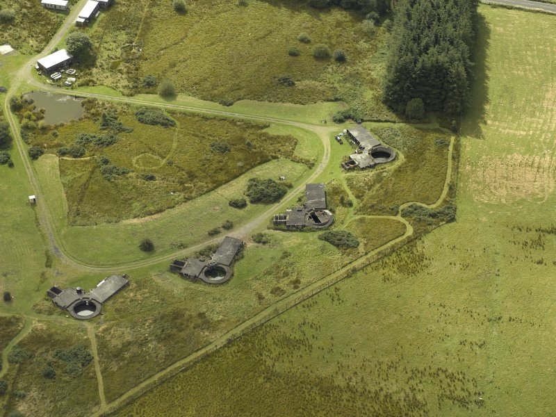 Oblique aerial view centred on postwar anti-aircraft battery gun emplacements, taken from the NE.