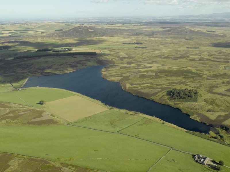 General oblique aerial view centred on the reservoir with the farmstead adjacent, taken from the NW.