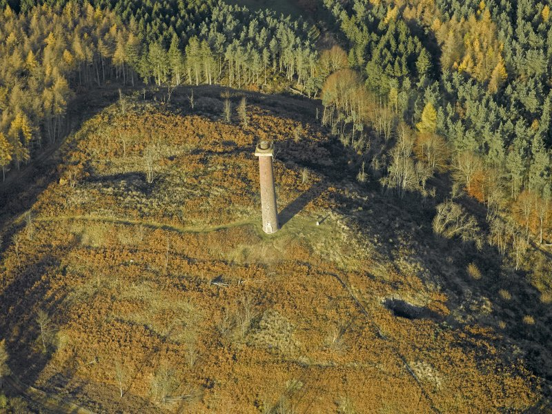 Oblique aerial view centred on the monument, taken from the S.