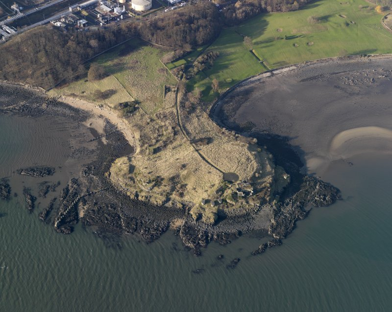 Oblique aerial view centred on the gun battery, taken from the SE.