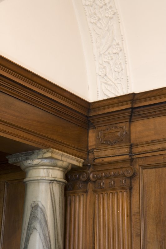 Interior. Ground floor. Billiard room. Detail of capital and plasterwork.