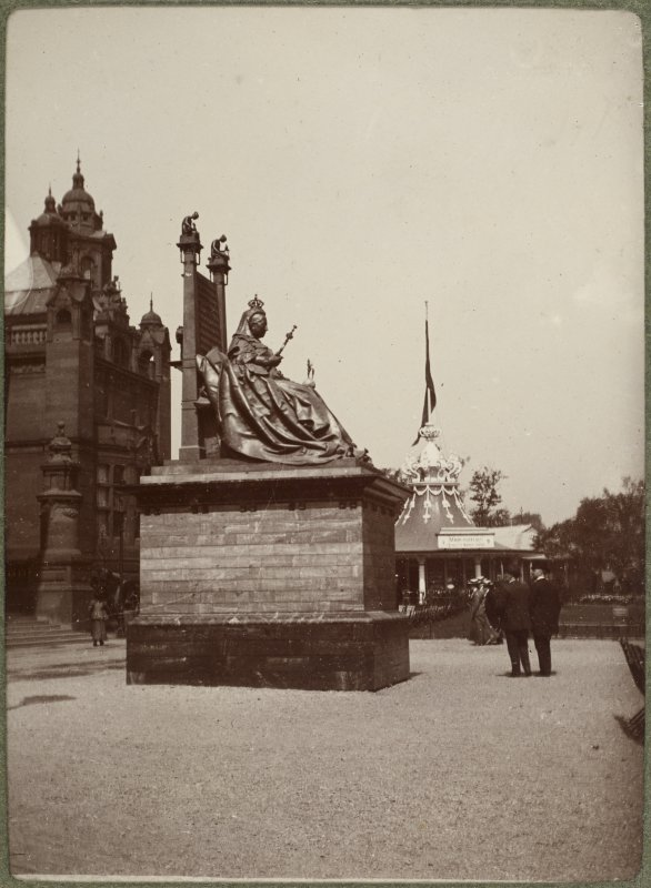 View of Kelvingrove Museum and Art Gallery and statue of Queen Victoria at the International Exhibition in Glasgow 1901. Titled: 'Art Gallery and Queen Victoria Statue Glasgow'