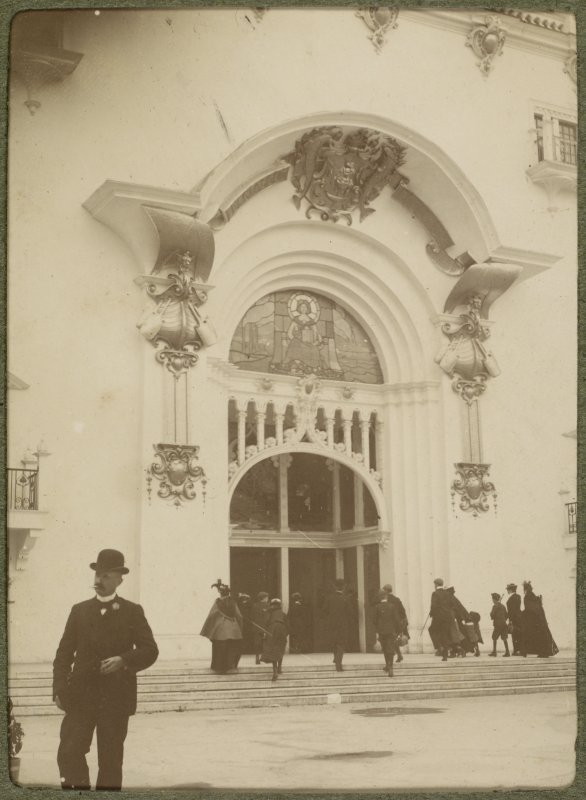 View of ornate entrance at the International Exhibition in Glasgow 1901.