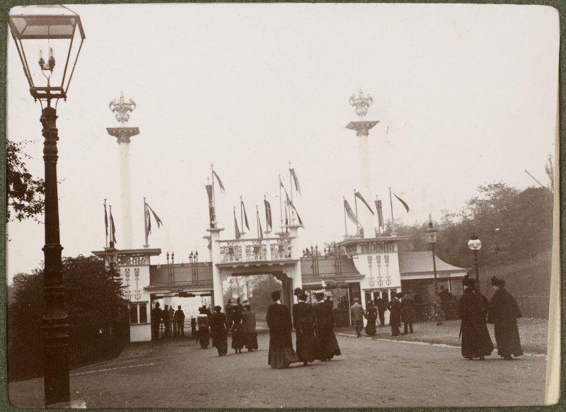 View of the entrance to the International Exhibition in Glasgow 1901.