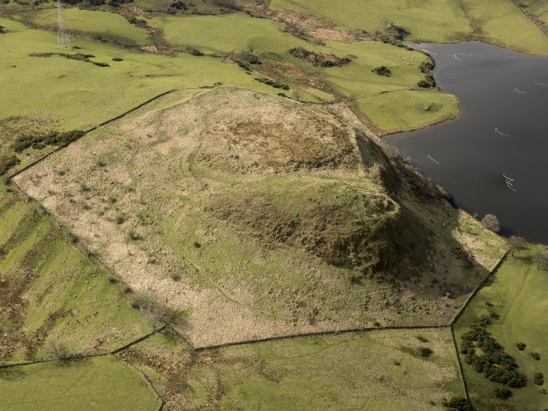 Oblique aerial view centred on the remains of a fort, taken from the E.