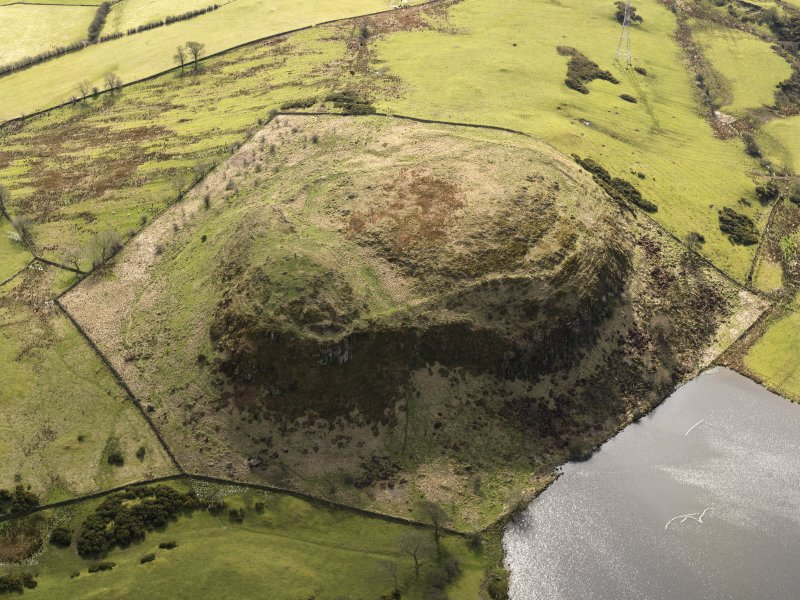 Oblique aerial view centred on the remains of a fort, taken from the N.