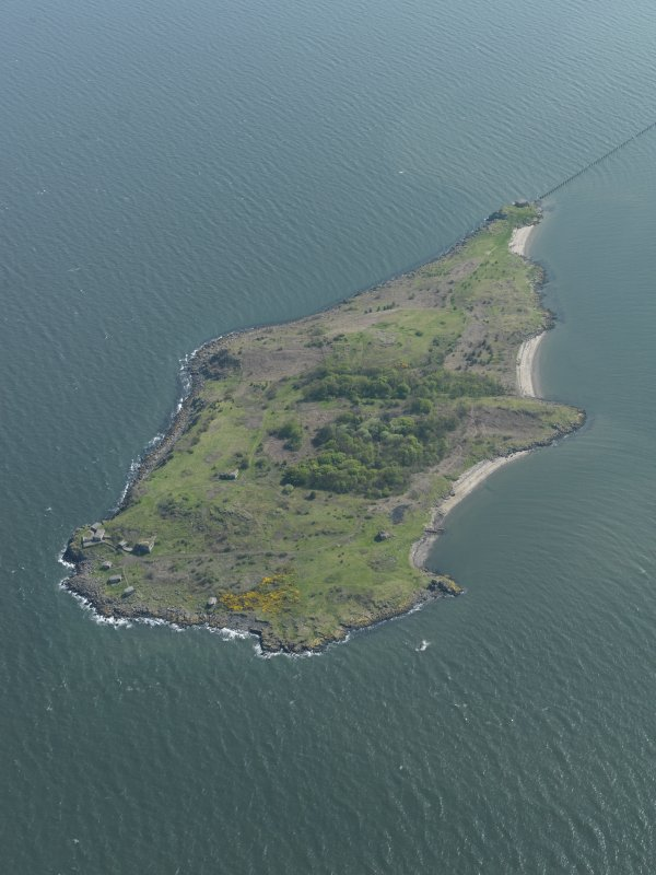 General oblique aerial view centred on the Island, taken from the NNW.