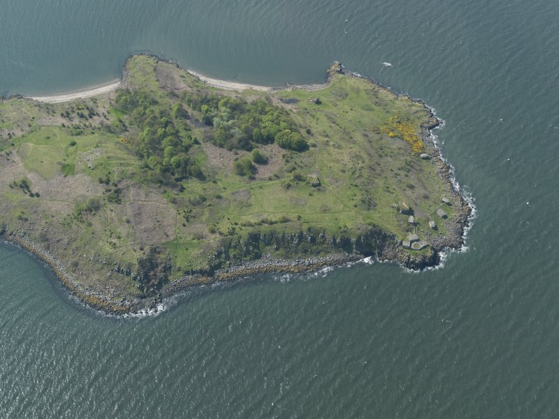 Oblique aerial view centred on the N part of the Island, taken from the E.