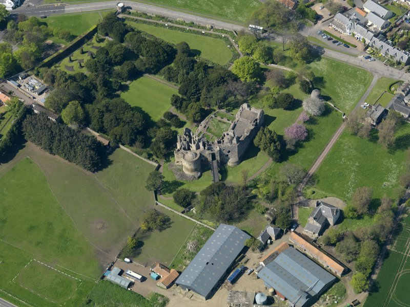 Oblique aerial view centred on the castle with the garden adjacent, taken from the SE.