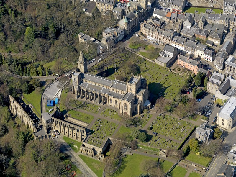 Oblique aerial view centred on Dunfermline Abbey with the Abbey Precinct adjacent, taken from the SSE.
