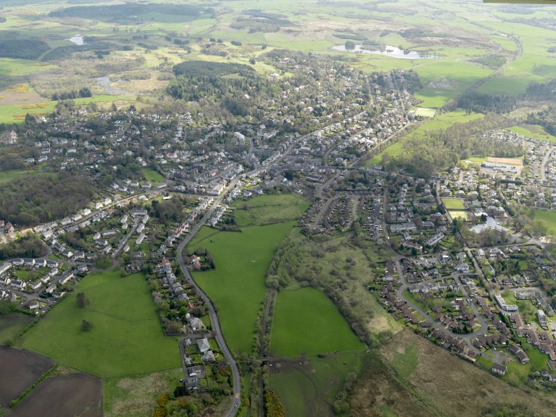 General oblique aerial view centred on the town, taken from the NNW.