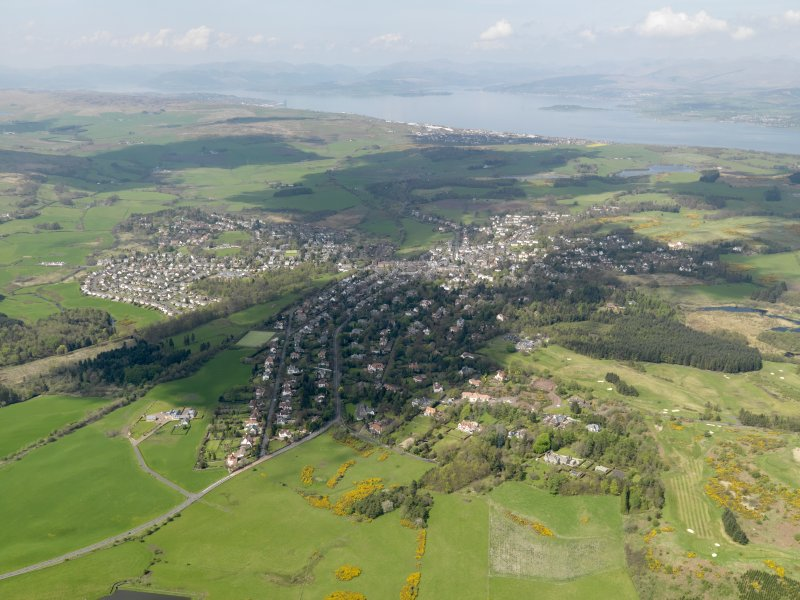 General oblique aerial view centred the town, taken from the NW.