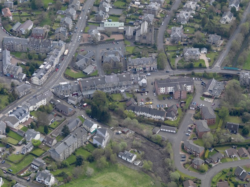 Oblique aerial view of centred on the central area of the town, taken from the NNW.