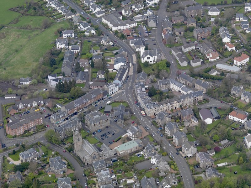 Oblique aerial view of centred on the central area of the town, taken from the S.