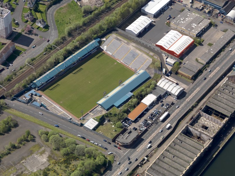 Oblique aerial view centred on the football ground, taken from the NE.