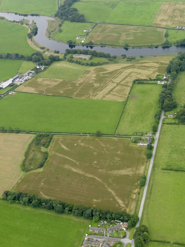 General oblique aerial view of the cropmarks of the Roman Fort,Roman Temprary Camp and pits at Glenlochar, taken from the NE.