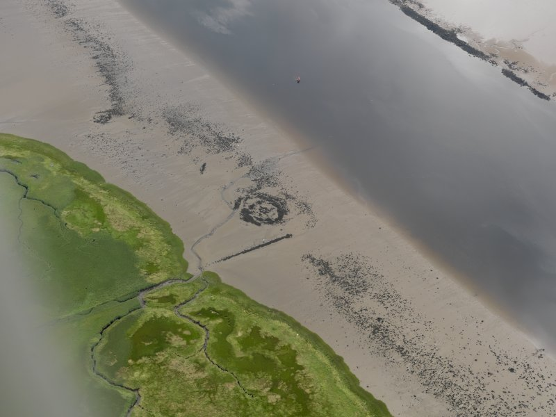 Oblique aerial view centred on the remains of Dumbuck crannog (NS47SW 8), taken from the NW.