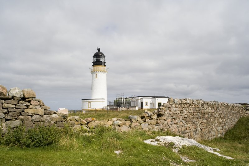 View from SSE of the lighthouse and the lighthouse keepers' cottages.