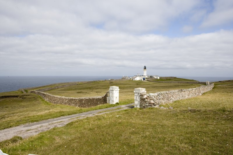 View of the Cape Wrath lighthouse (NC27SE 3.00) from the south, also showing the boundary wall (NC27SE 3.05; CWTC08 415), built in 1828.