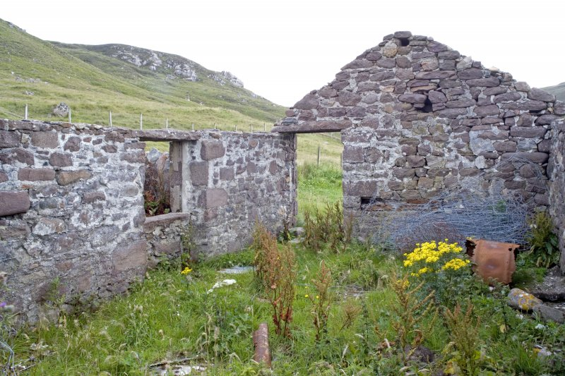 Kearvaig, farmhouse and range, view of W end of interior from E.
