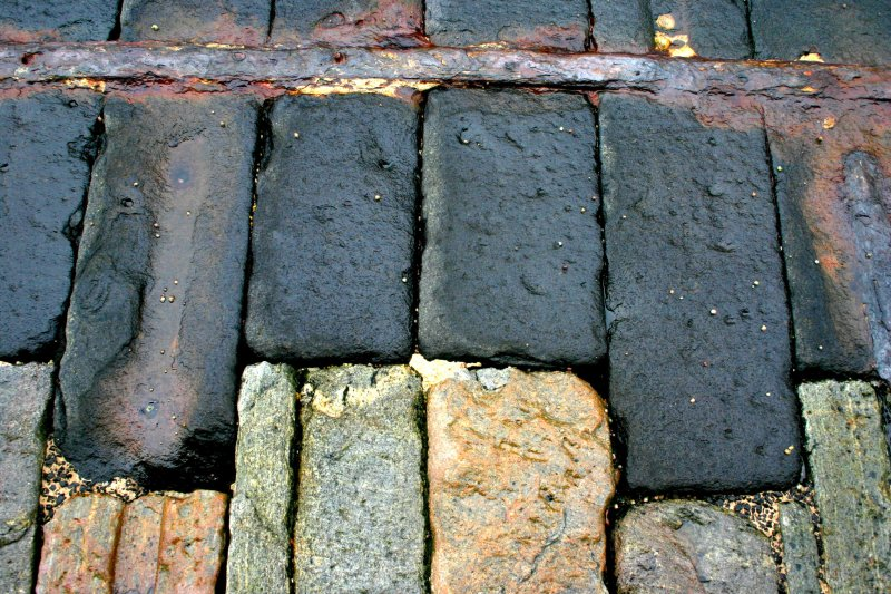 Clais Charnach, slipway, detail of masonry showing wrought iron edge-strapping.