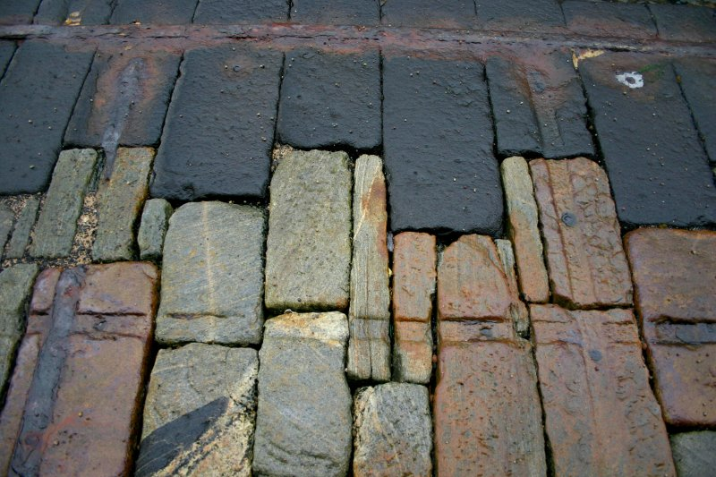 Clais Charnach, slipway, detail of masonry, showing wrought iron edge-strapping.