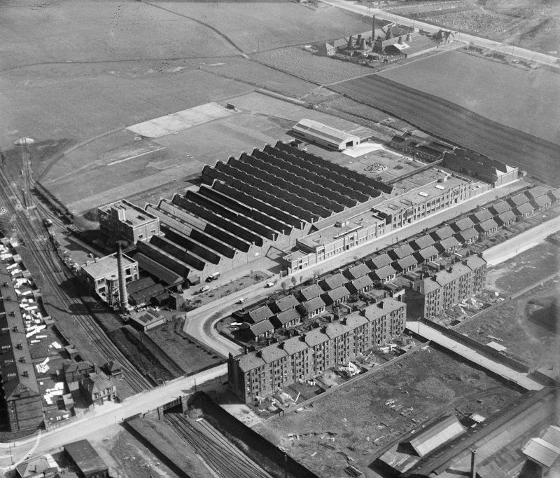 Glasgow, MacFarlane Lang & Co Victoria biscuit works, oblique aerial view, taken from the NW.