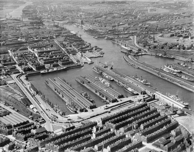 Glasgow, Princes Dock and Queen's Dock with part of Govan Plantation area adjacent, oblique aerial view showing , taken from the SE.