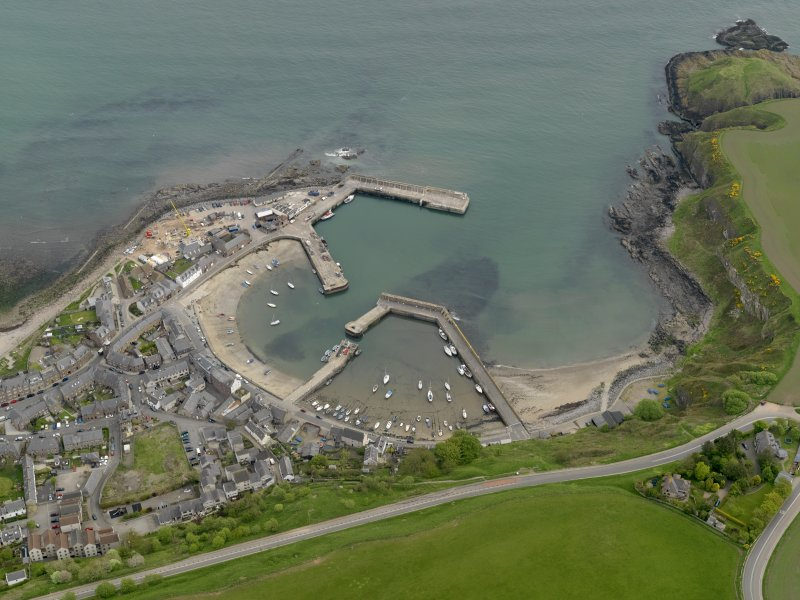 Oblique aerial view centred on the harbour with the Shorehead adjacent, taken from the W.